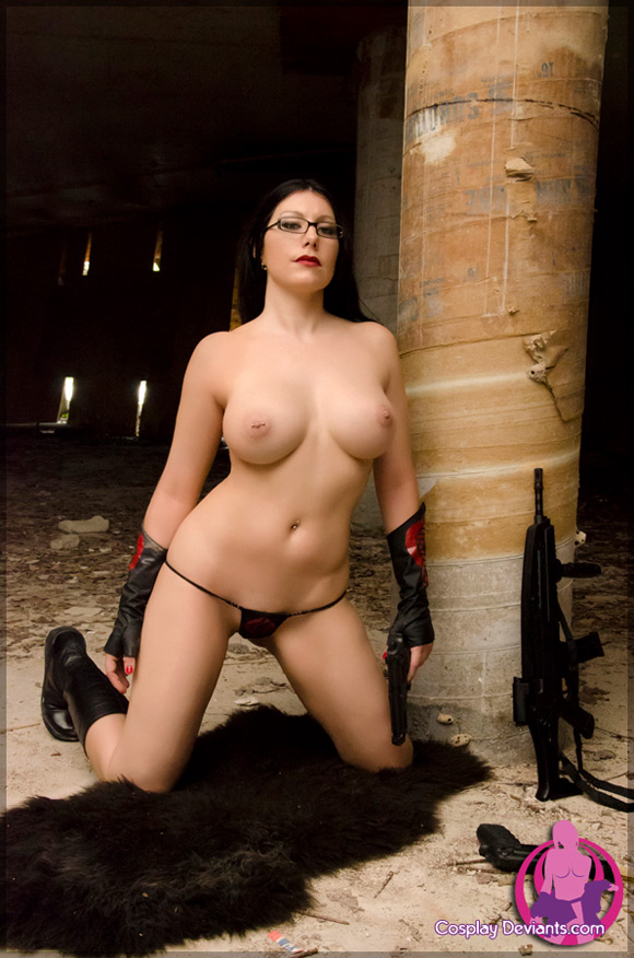 squee-femme-fatale-naked-cosplay-deviant