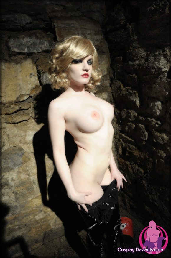 ayako-cornered-naked-cosplay-deviant