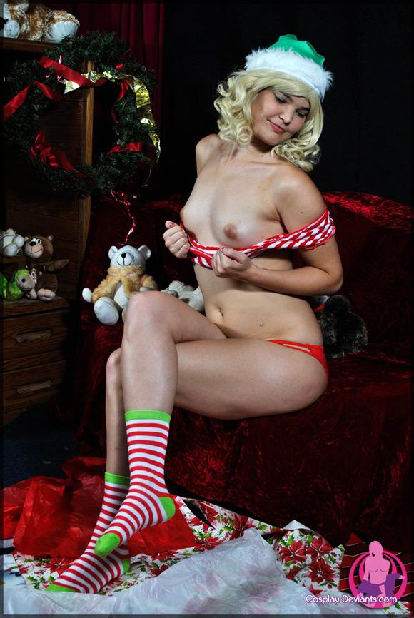 arya-christmas-spirit-naked-cosplay-deviant